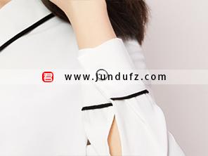 黑边V领衬衫袖口细节