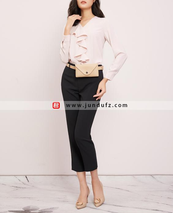 荷叶V领衬衫+黑色9分小脚裤套装定制