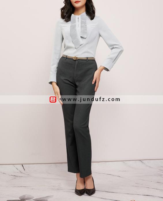 女浅蓝色风琴褶衬衫+9分小脚裤套装定制展示图
