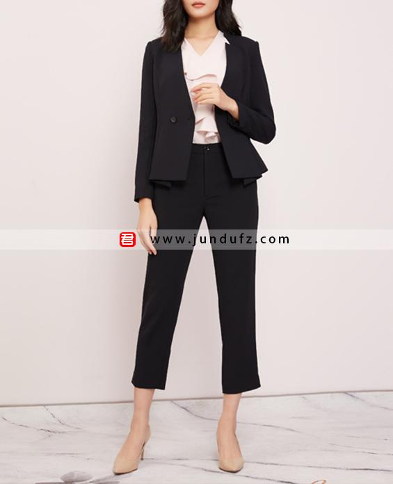 时尚V领收腰修身西装三件套套装定制展示图