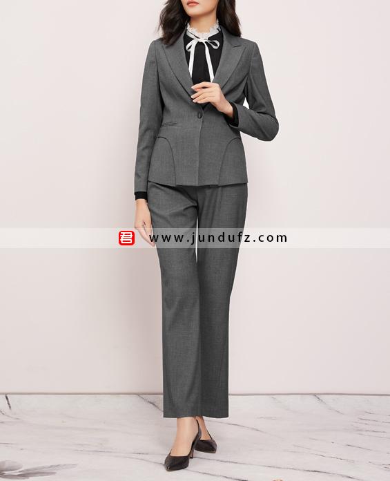 灰色戗驳领高端商务西装三件套套装定制展示图