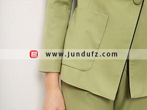 绿色精品羊毛西装口袋细节