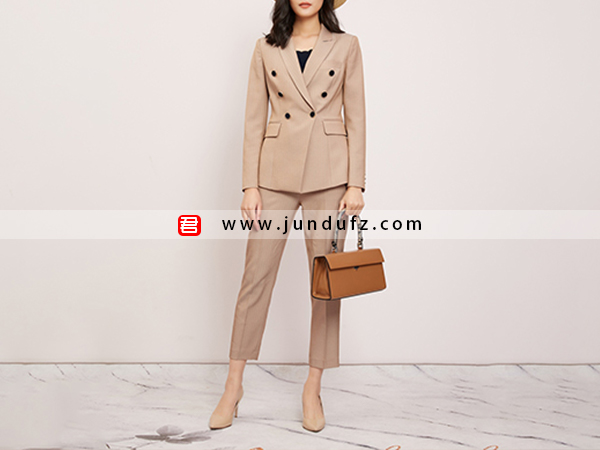 女咖色双排扣西装两件套套装定制