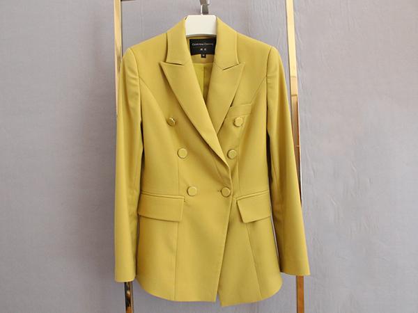 女黄色双排扣西服定制