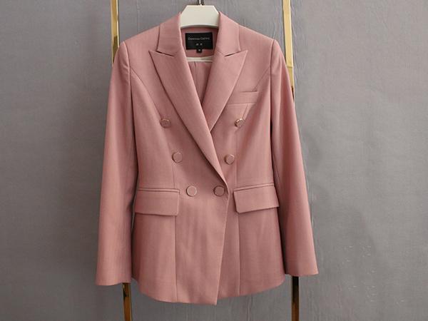 女粉色双排扣西服定制
