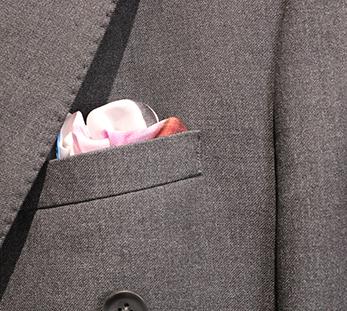 男深色单排扣条纹西服定制图片