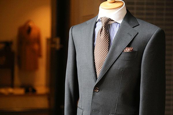 定制西装的优点有哪些?看完这些你还会选择成衣吗?
