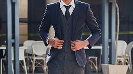 偏瘦的人如何选择定制西装?这些技巧能让你游刃有余!