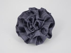 灰色简约时尚大气胸花定制