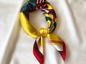 黄色花纹时尚气质丝巾定制