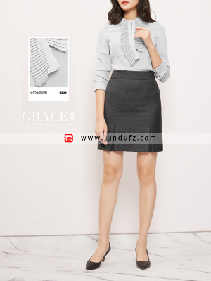 女浅蓝色风琴褶衬衫+深灰色半裙套装定制